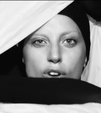 Applause (Official) – Lady Gaga [Video]